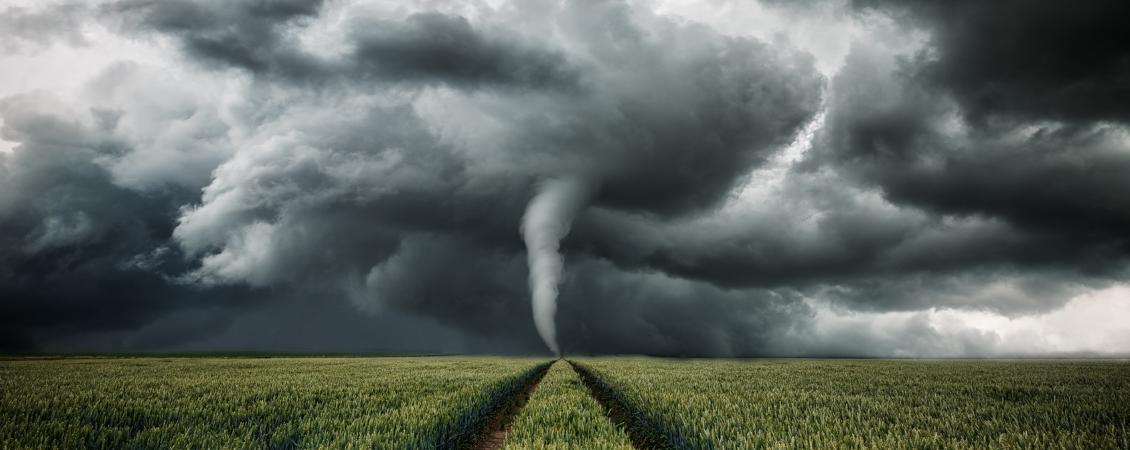 20190205_tornado_wuetet_ueber_eine_landschaft_fotolia_118081516_m_verkleinert_1130_450